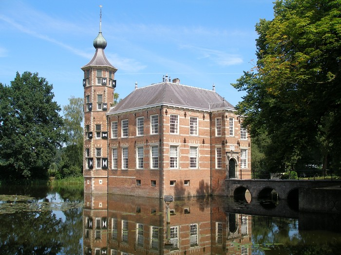Bouvigne Castle long distance taxi route stop from France to Amsterdam