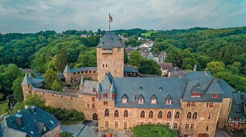 Burg Castle long distance taxi route stop from Paris to Berlin