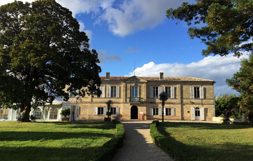 Château Marquis de Vauban long distance taxi route stop from Paris to Madrid