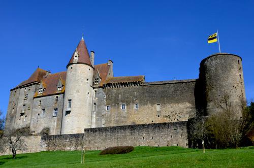 Castle Châteauneuf-en-Auxois long distance private transfer route stop from Paris to Bern