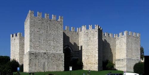 Castello dell'Imperatore long distance taxi route stop from Paris to Rome