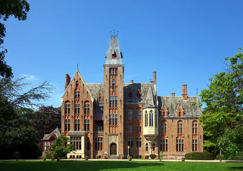 Loppem castle long distance taxi route stop from Paris to Bruges