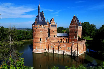Beersel Castle long distance taxi route stop from France to Brussels