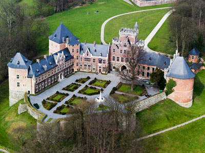 Gaasbeek Castle long distance taxi route stop from Paris to Brussels