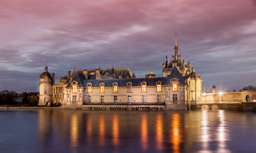 Chantilly castle long distance taxi route stop from Brussels to Paris