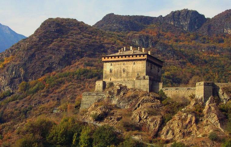 Verrès Castle long distance taxi route stop from Paris to Rome